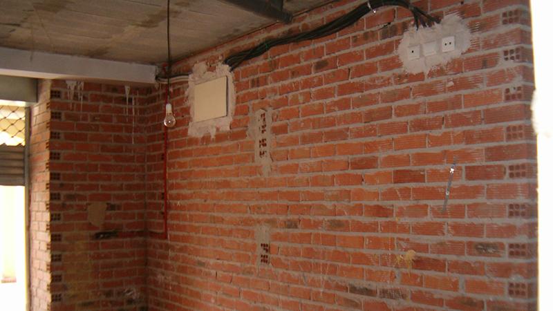 004 APA Interior Madera, Pintada Acondicionamiento, Acceso, Canalon, Coning Oficina Ingenieria, Proyectos, Topografica e Inspeccion Tuberias. Saron