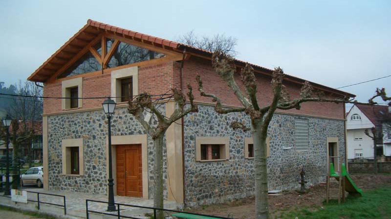 AP Reconstruccion Edificio, Estructura medera Distribucion, Revoco fachada, cubierta teja  Coning